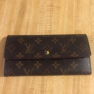 LouisVuitton Ladies Wallet. Authentic.